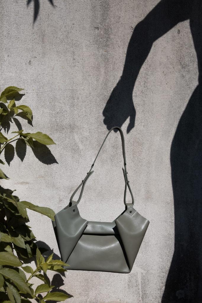 shadow, creative photography, shadow holding a bag, eva blut